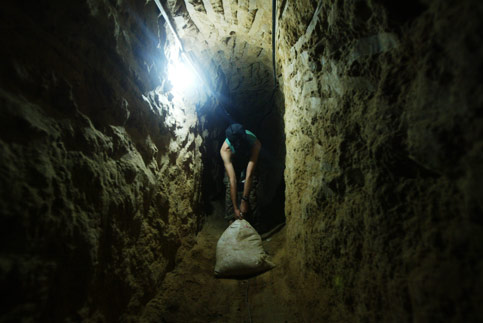 081024-gaza-tunnels.jpg